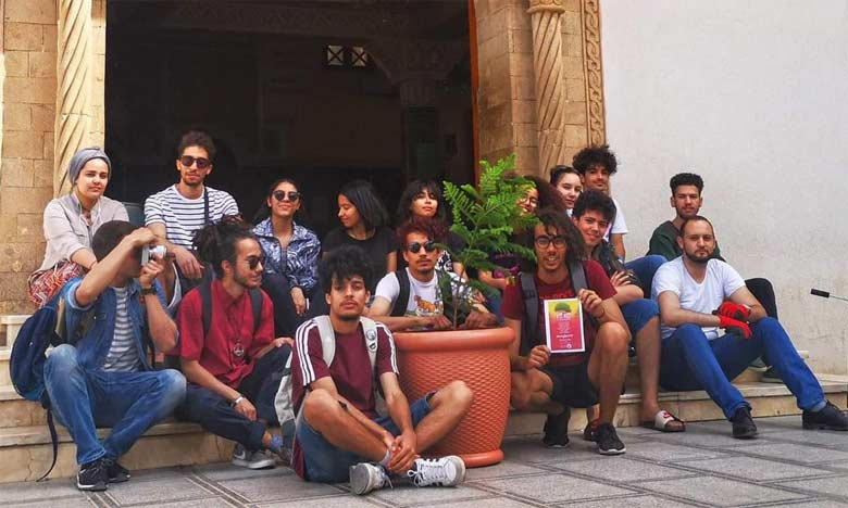 Des jeunes plantent un «Olivier  de la fraternité» dans une église,  une synagogue et une mosquée
