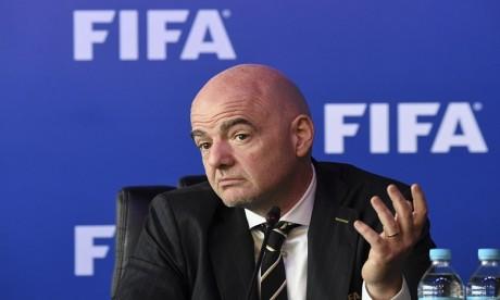 """Fifa: Blatter annonce qu'il veut porter plainte contre Infantino """"avant la fin du mois"""""""