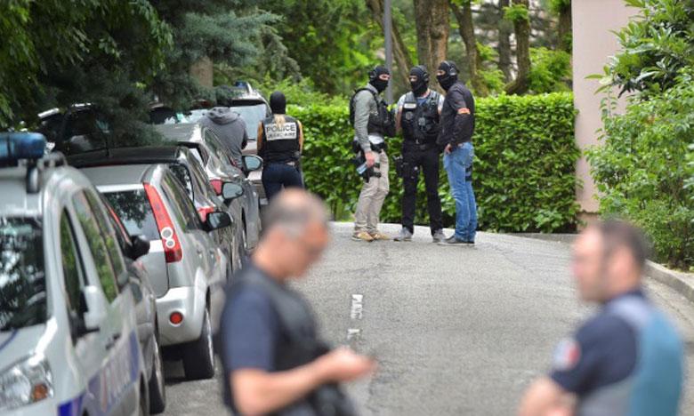 La police enquête dans une résidence près de Lyon où un suspect dans l'attentat commis la semaine dernière a été arrêté. Ph. AFP