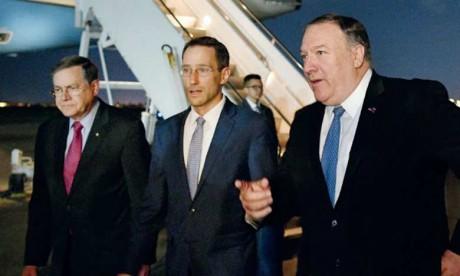Le secrétaire d'État américain, Mike Pompeo, avec son adjoint pour le Moyen-Orient, David Satterfield, et le chargé d'affaires américain en Irak, Joey Hood, à Bagdad.     Ph. AFP