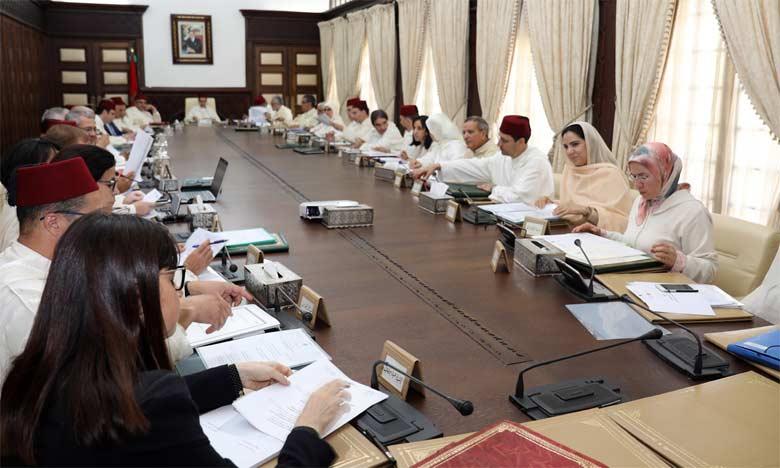 Le Conseil de gouvernement adopte  un projet de décret définissant les catégories  et montants des bourses scolaires destinées  aux internats et cantines