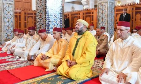 S.M. le Roi, Amir Al Mouminine, accomplit la prière du Vendredi à la mosquée Hassan II à Casablanca