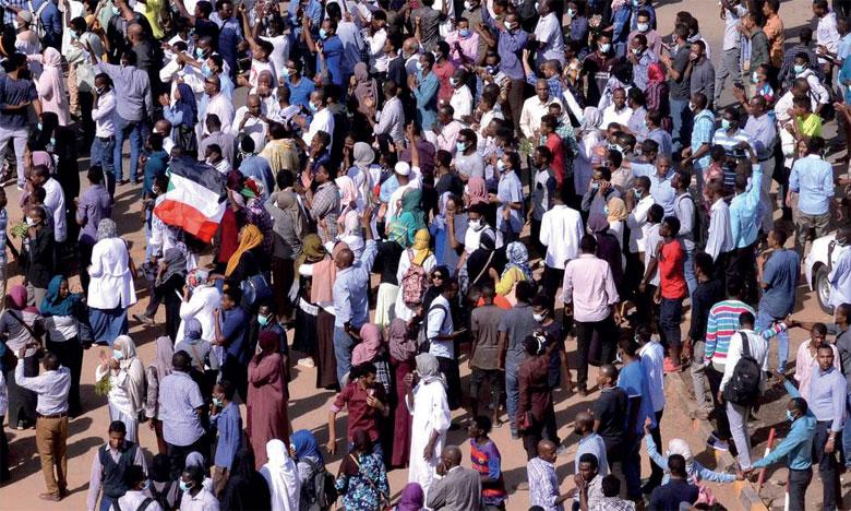 «Le peuple du Soudan veut qu'on satisfasse ses besoins élémentaires, en matière d'éducation et de santé avec plus de justice sociale», témoigne un manifestant qui avait 18 ans lorsque Béchir a pris le pouvoir.           Ph. Reuters