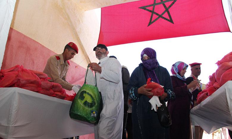 La Garde Royale distribue  les repas du Ftour au profit de familles nécessiteuses