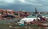 Les habitants de Missouri, ont découvert le sillon de destruction tracé par une tornade, qui a fait au moins 3 morts et transformé les lieux en «zone de guerre». Ph :  DR
