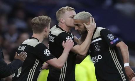 L'Ajax Amsterdam de Ziyech et Mazraoui dompte Tottenham à Londres