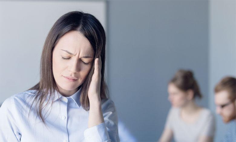 Le manque de reconnaissance pourrait constituer une raison de psychosomatisation dans la mesure où la situation est encodée par le psychisme, comme étant menaçante. Ph. Shutterstock