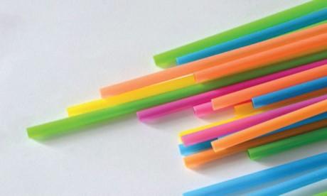 L'interdiction des pailles  en plastique ne suffit pas