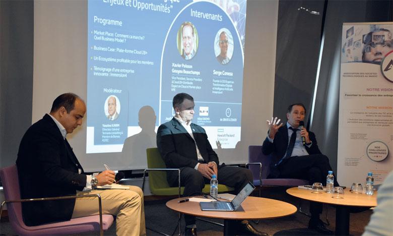 Xavier Poisson (à droite) : «Il faut basculer d'un paradigme produit/prix à un paradigme écosystème/valeur/travail collectif pour la création de nouveaux produits». Ph. Sradni