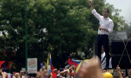 L'opposant Juan Guaido appelle à manifester devant les casernes samedi