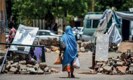 Les manifestants démantèlent à contre-cœur des barricades à Khartoum