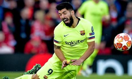 FC Barcelone: Suarez, opéré, absent 4 à 6 semaines