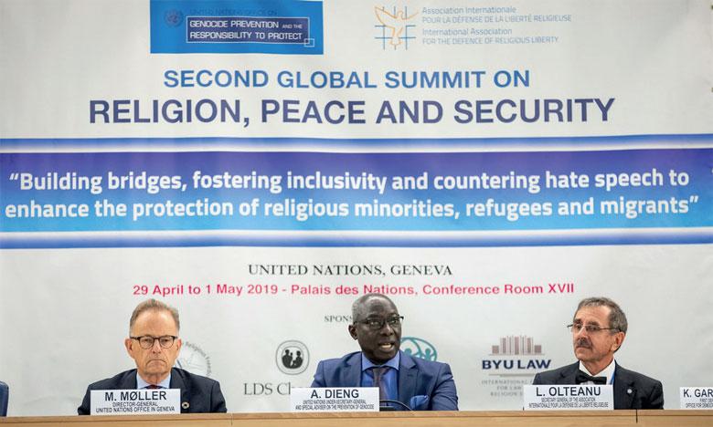 Adama Dieng (au centre) au Sommet sur la religion, la paix et la sécurité.                    Ph. ONU