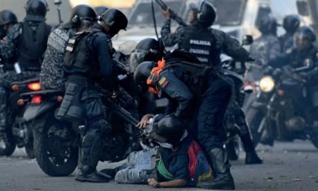 L'opposant Guaido appelle à la grève, le Président Maduro jure de châtier les «traîtres»