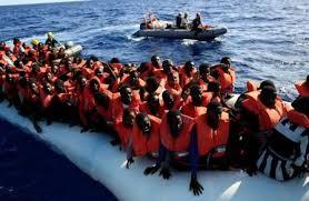 Les migrants secourus par des navires italiens débarquent en Italie