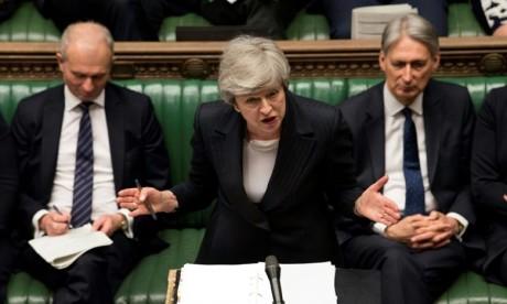 Brexit:  May repousse le vote sur son projet de loi