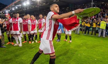 L'Ajax élit Hakim Ziyech comme meilleur joueur de la saison, Mazraoui meilleur espoir