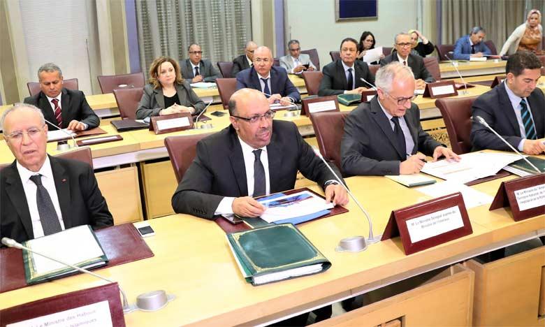 Noureddine Boutayeb présidant une réunion sur l'État d'avancement du Plan de développement du Grand Casablanca 2015-2020.