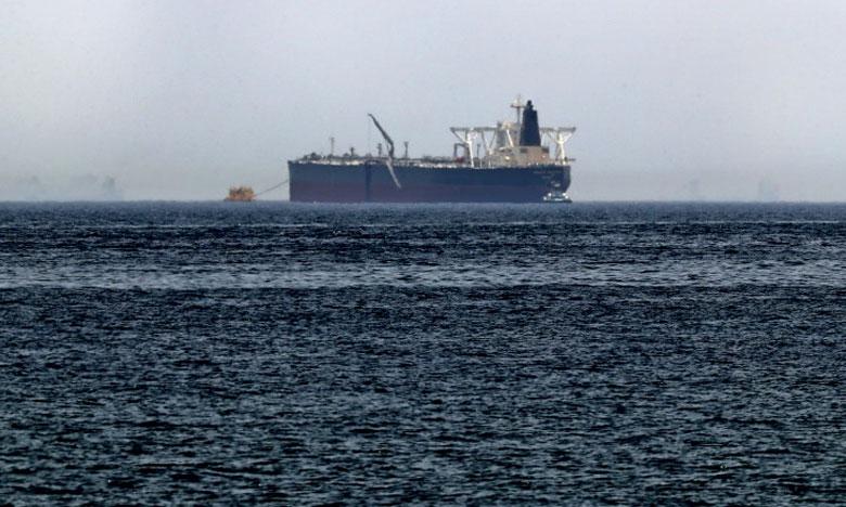 Le pétrolier saoudien Amjad, un des navires visés par des «actes de sabotage» présumés, photographié le 13 mai 2019 au large de l'émirat de Fujairah.              Ph. AFP