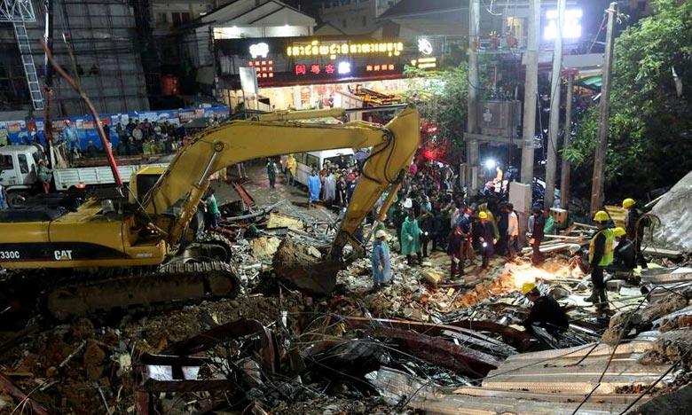 Plus de 1.000 secouristes, militaires et policiers ont été mobilisés pour retrouver des survivants parmi les décombres. L'immeuble de sept étages était presque terminé avant son effondrement. Ph :  AFP