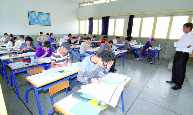 Il a été procédé à l'aménagement de 8 centres d'examens, dont 7 au niveau de la direction d'Oued Eddahab et un centre au niveau de la direction d'Aousserd.