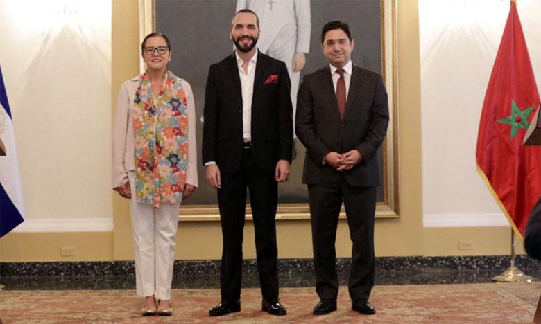Nasser Bourita, le nouveau président salvadorien et la ministre salvadorienne des affaires étrangères. Ph.MAP
