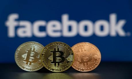 """Facebook s'acheminerait donc vers la création d'un """"stablecoin"""", une cryptodevise adossée à un panier de devises réelles censé en garantir le cours. Ph. Shutterstock"""