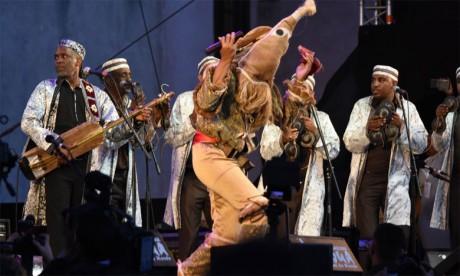 Maâlem Omar Hayat se déchaîne sur la scène Moulay El Hassan