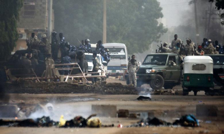 Des forces soudanaises sont déployées le 3 juin 2019 autour du quartier général de l'armée à Khartoum pour disperser  des manifestants. Ph.AFP