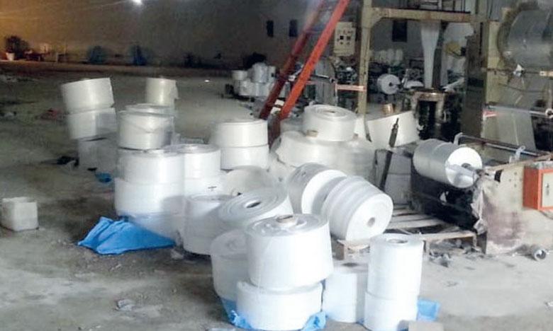 Les entreprises sanctionnées fournissaient les ateliers clandestins en polyéthylène.