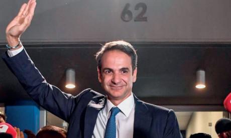 Kyriakos Mitsotakis officiellement investi Premier ministre
