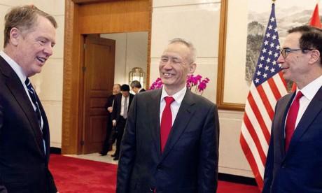 Le vice-Premier ministre chinois, Liu He, le représentant américain au Commerce, Robert Lighthizer (à gauche), et le secrétaire au Trésor, Steven Mnuchin (à droite), ont eu un nouvel échange téléphonique. Ph. AFP