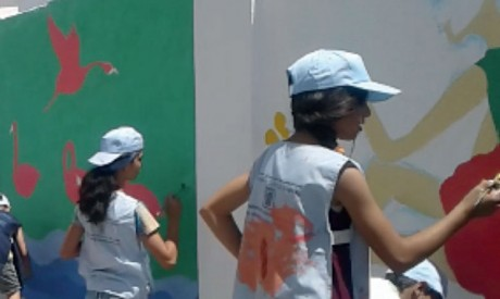 Des artistes en herbe réalisent une belle fresque murale