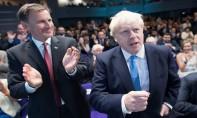 Boris Johnson (à droite) prendra officiellement ses fonctions mercredi après-midi après une visite à la reine Elizabeth II. Ph. AFP