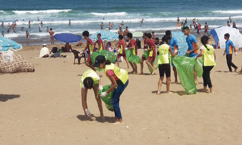 Grande opération de nettoyage de Sidi Boughaba et de la plage de Mehdia