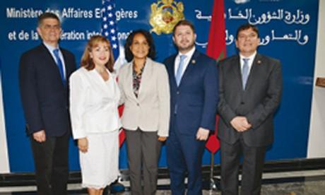 Mounia Boucetta s'entretient avec des membres  du Congrès américain sur  les moyens de renforcer  la coopération entre Rabat  et Washington