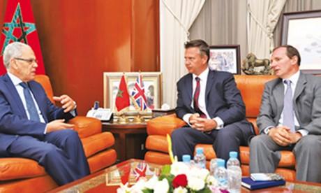 Abdeltif Loudyi reçoit le secrétaire d'État  britannique aux Forces armées, Mark Lancaster