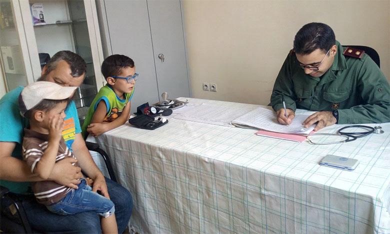 Les médecins des FAR offrent des prestations médicales au profit des populations de Bouarfa-Figuig, Errachidia et Ouarzazate