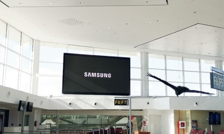 Un écran signalétique  LED de 18 m² installé  à l'aéroport Mohammed V