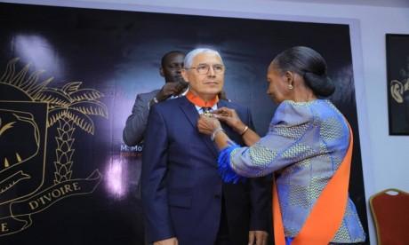 Le président directeur général du groupe Attijariwafa bank, Mohamed El Kettani, a été élevé au grade de Commandeur de l'Ordre National de Côte d'Ivoire par la Grande Chancelière de l'Ordre National de Côte d'Ivoire, Henriette DAGRI Diabate.