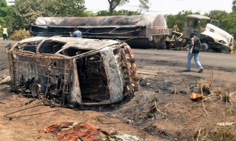 Nigeria: au moins 45 morts lors du pillage du camion-citerne accidenté