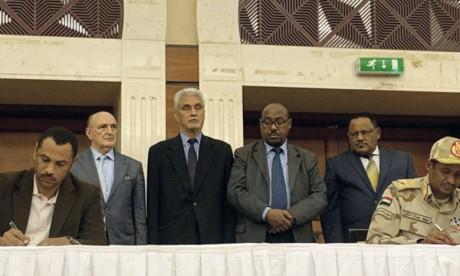 Signature d'un accord entre militaires et chefs  de la contestation