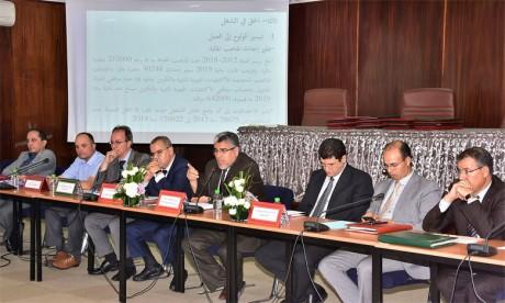 Le ministre d'État chargé des Droits de l'Homme, Mustapha Ramid, présentant, jeudi à Rabat, le premier rapport publié par un département gouvernemental sur «Les réalisations en matière des droits de l'Homme au Maroc».