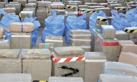 Port Tanger-Med : Saisie d'une quantité record de plus de 27 tonnes de chira