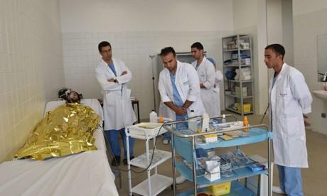 Un staff médical des FAR au service des usagers  de la grande piscine municipale de Rabat