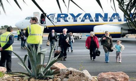 Ryanair investira plus de 20 milliards de dollars dans une flotte de 210 nouveaux Boeing 737, qui lui permettra de transporter 4% de passagers supplémentaires mais réduira la consommation de carburant de 16% et les émissions sonores de 40%.