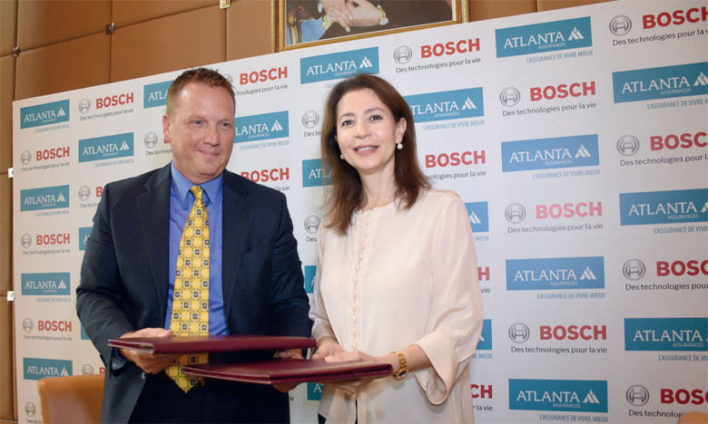 La convention a été signée par Fatima Zahra Bensalah, administrateur DG d'Atlanta Assurances, et James Novinsky, CEO de Bosch Maroc. Ph. Sradni