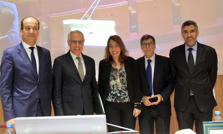 Tenue, mercredi à Casablanca, de la consultation régionale de l'étude relative à la stratégie d'intervention de l'ANRUR à l'horizon 2030 dans la région de Casablanca-Settat, en présence du ministre de l'Aménagement du territoire national et de l'urbanisme, Abdelahad Fassi Fehri.