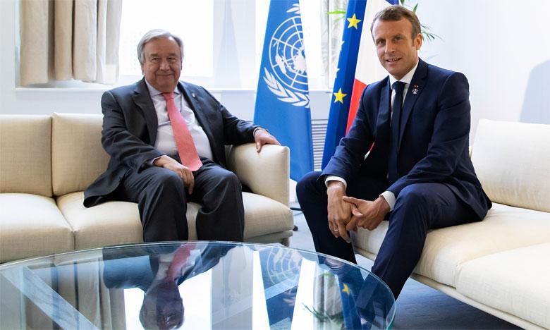 Le Président français Emmanuel Macron (à droite) s'entretenant avec le secrétaire général des Nations unies, Antonio Guterres, lors d'une réunion bilatérale dans le cadre de la deuxième journée du Sommet annuel du G7, à Biarritz. Ph. AFP