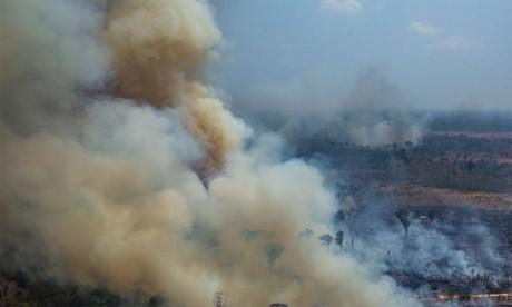 Le Brésil rejette l'aide du G7 et annonce que les incendies sont «sous contrôle»